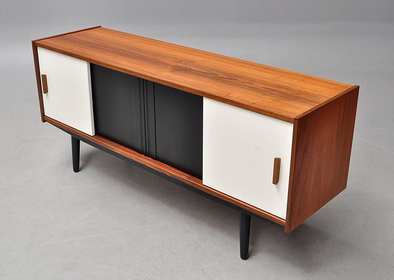 Flat teak sideboard with white and black lacquered doors for the