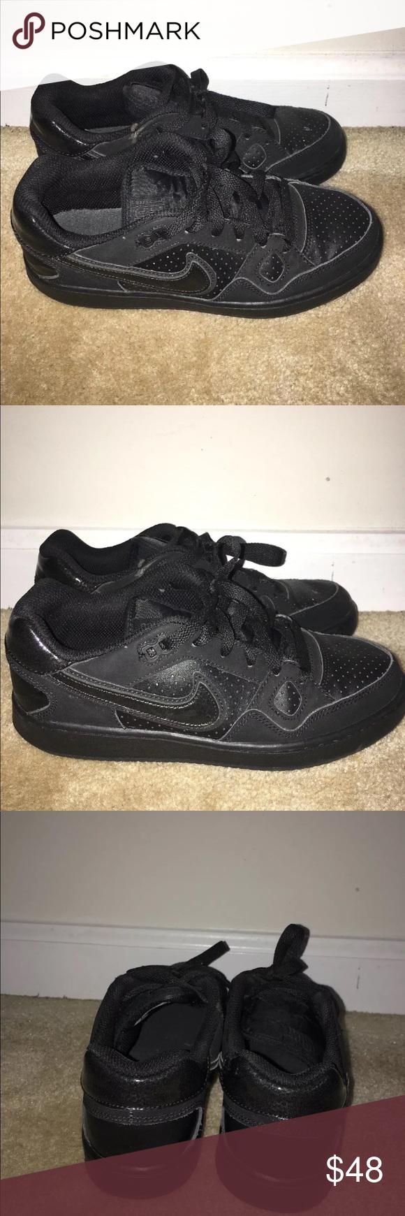 Black Nike Sneakers </div>             </div>   </div>       </div>     <div class=