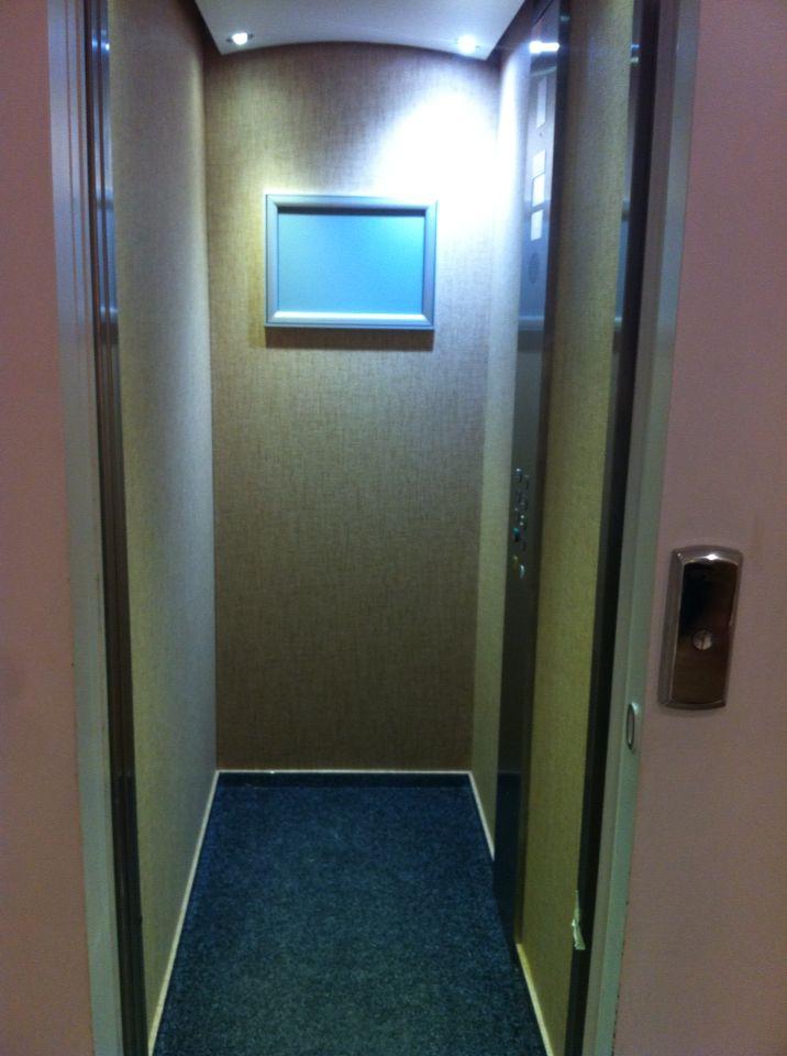Colocación de vinilo en ascensor. Paramentos verticales ...