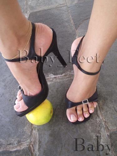 a44625fdcc77b Nice lady feet Flip Flop Sandals