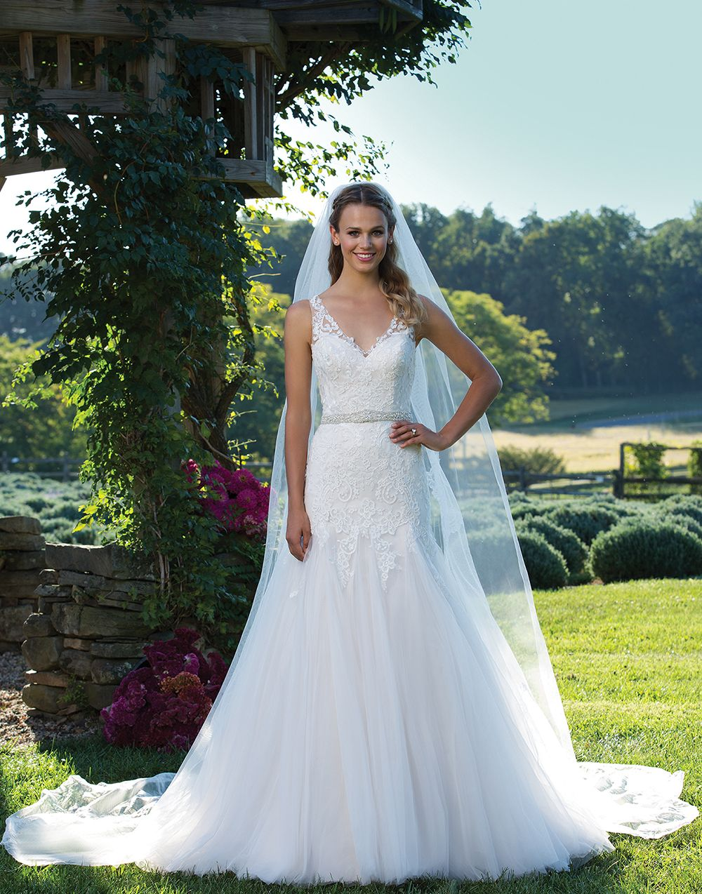 Sincerity Bridal 3978 Sand/Ivory/Champagne Size 20 This stunning V ...