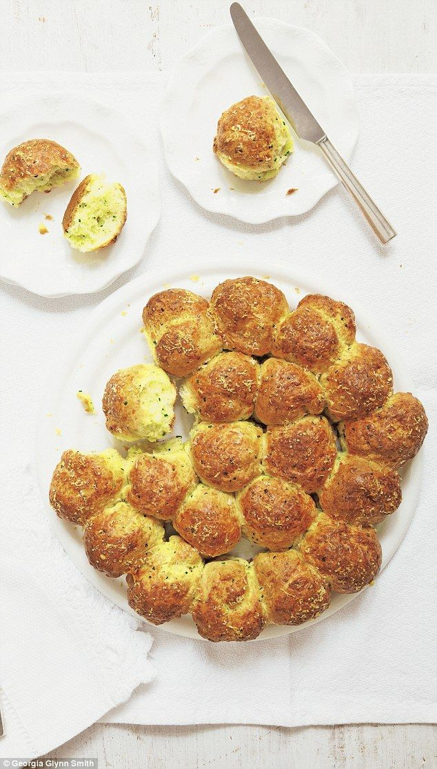 Mary Berry Foolproof Cooking: Cheese and garlic tear-and-share scones #tearandsharebread