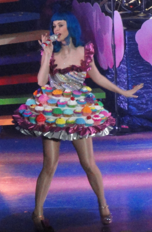 katy perry cupcake dress unique halloween costume ideas for women halloween costumes - Halloween Costume Cupcake
