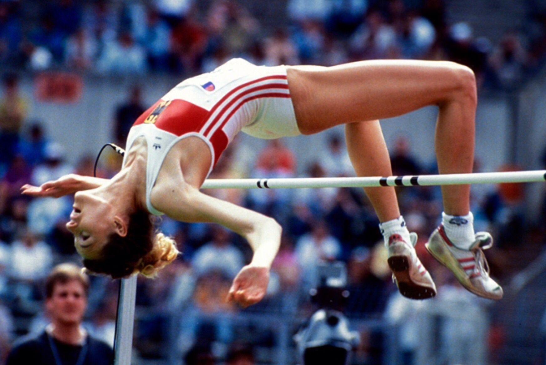 Heike Henkel Ger 2 05 Y 2 07 I Campeona Olimpica Barcelona 92 Con 2 02 Y Campeona Del Mundo En Tokio 91 Con Su Re High Jump Track And Field Sports Photos