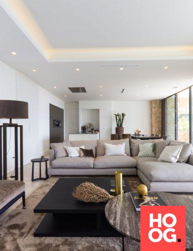 Luxe woonkamer met design zitbank en bijzettafel   My favorites ...