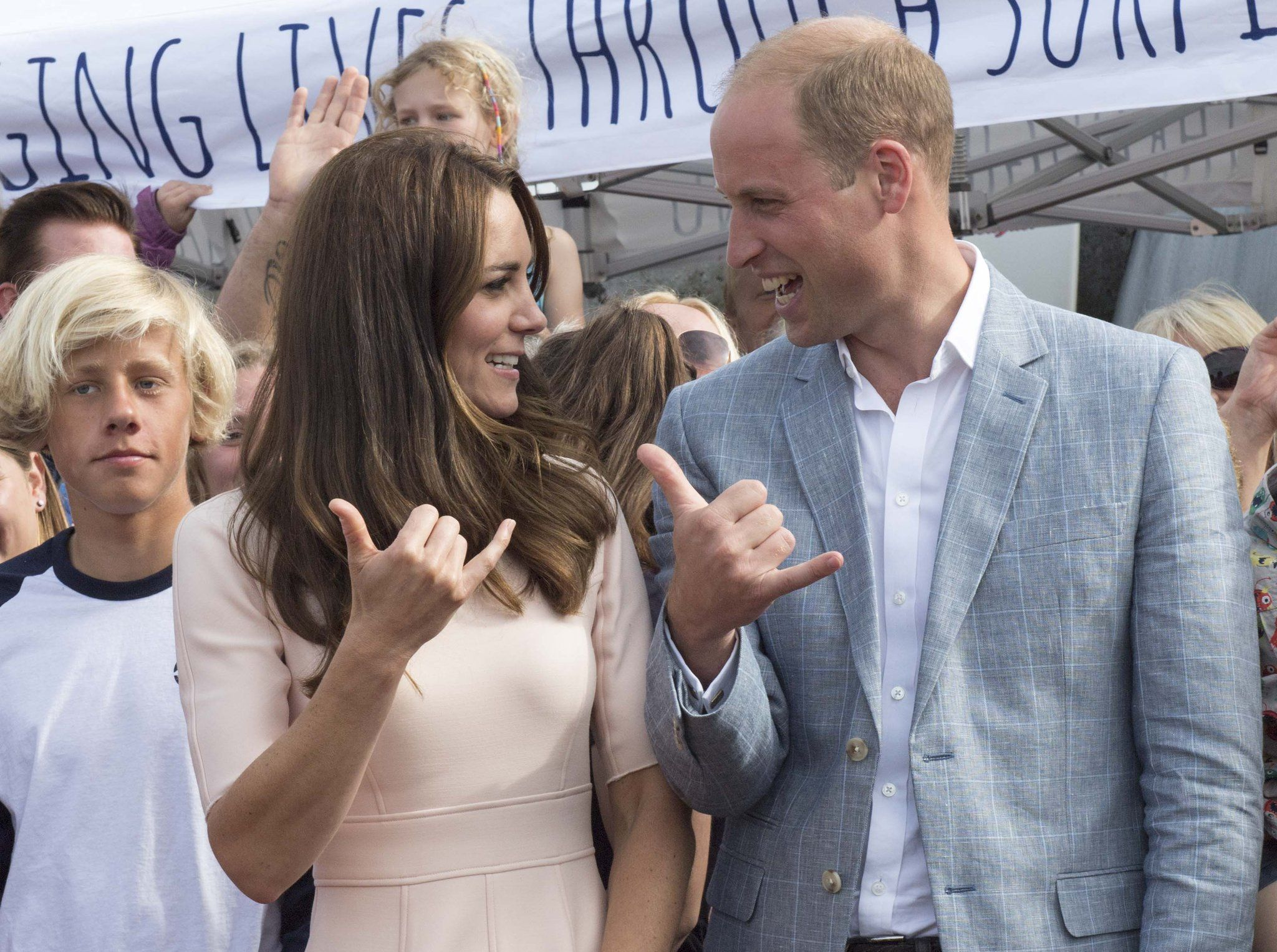 "Arthur Edwards on Twitter: ""On Newquay beach, William & Kate give each other a ""Gnarly"" hand gesture used by surfers"