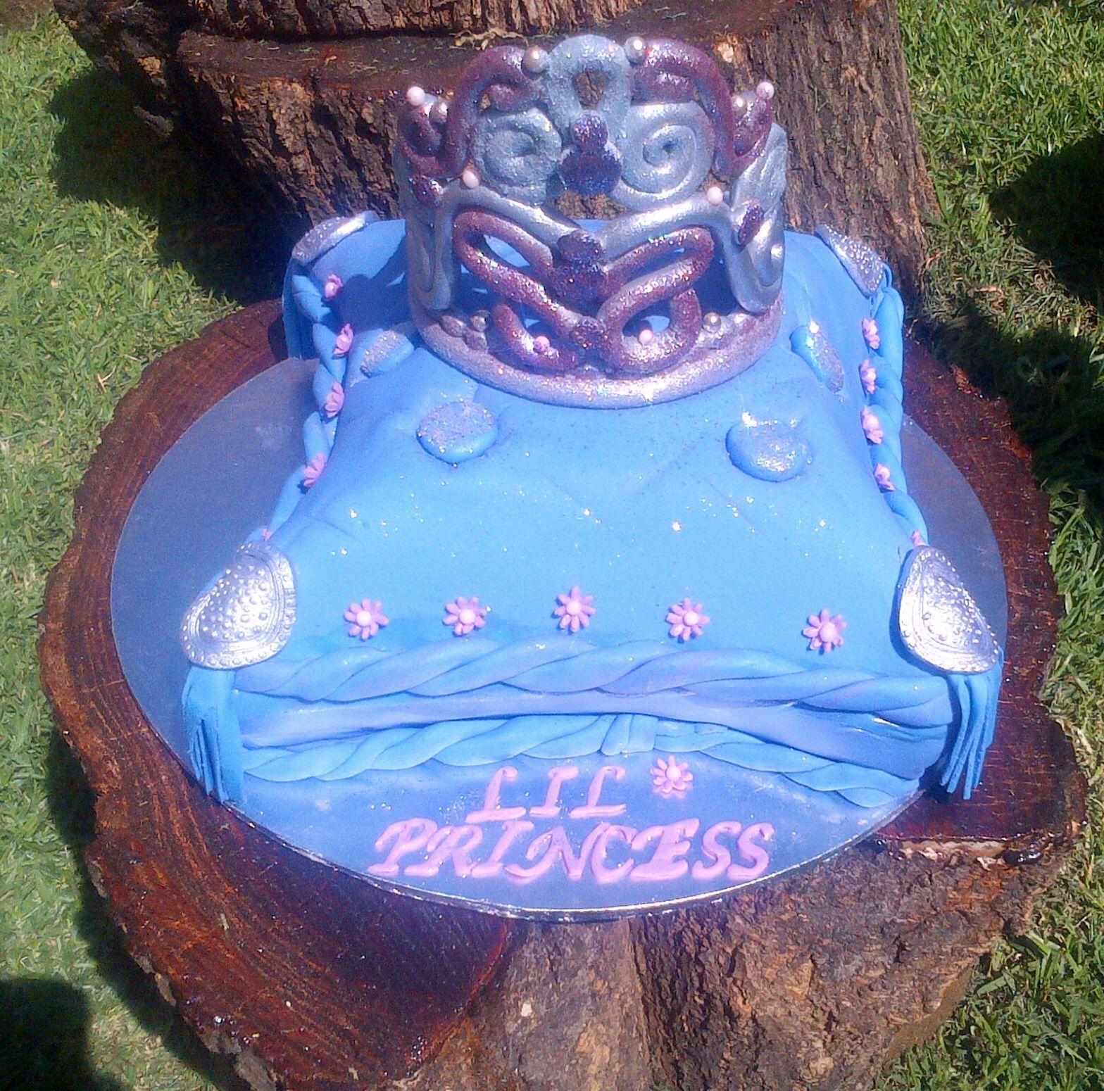 Crown, tiara cake (With images)   Tiara cake, Cake, Desserts