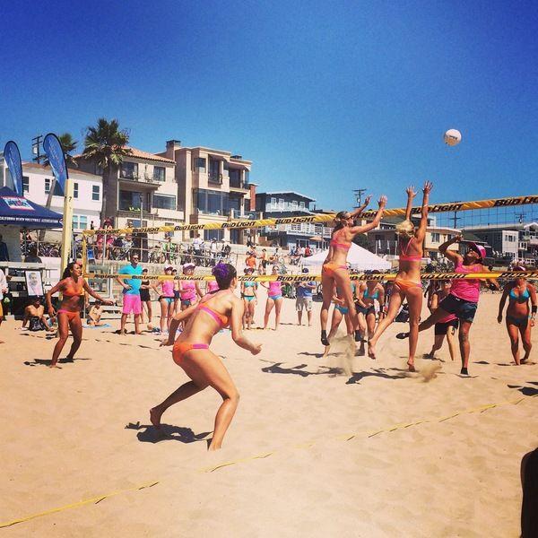 Charlie Saikley 6 Man Attracts Volleyball Basketball Pros Manhattan Beach Pier Beach Events Manhattan Beach