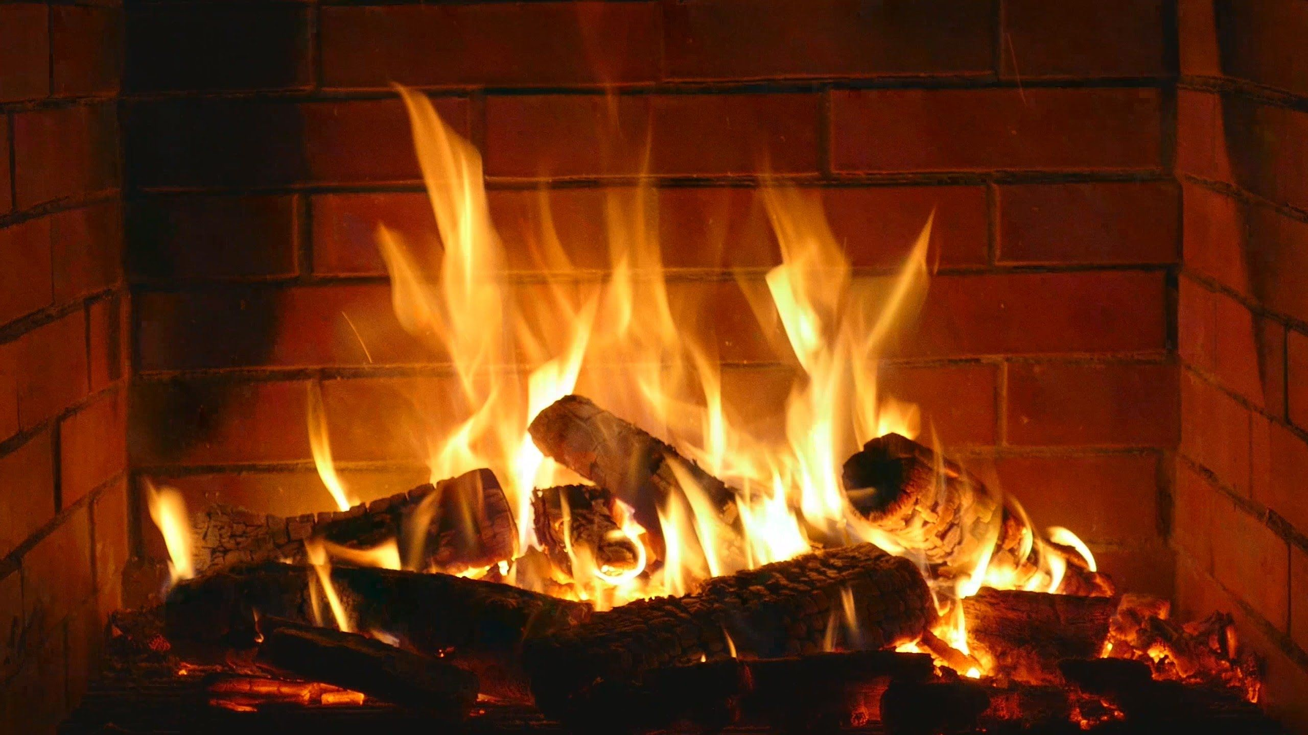 Fireplace - romantic - Full HD and 4K - 2 hours crackling