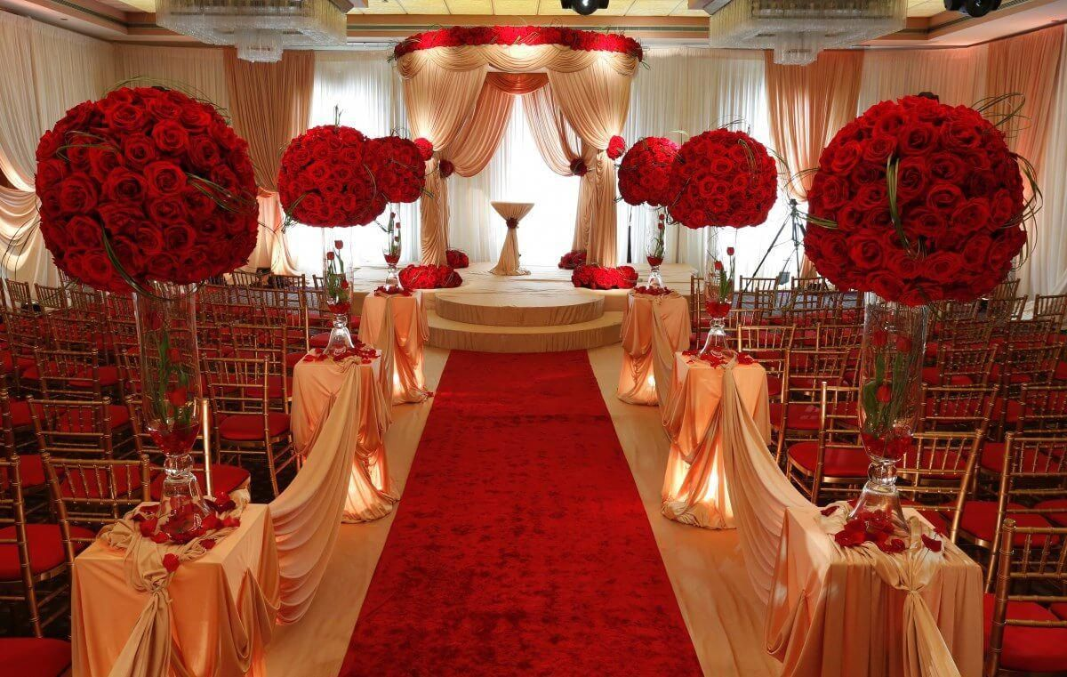 Red And White Wedding Ceremony Google Zoeken Red Wedding Theme Red Gold Wedding Gold Wedding Decorations