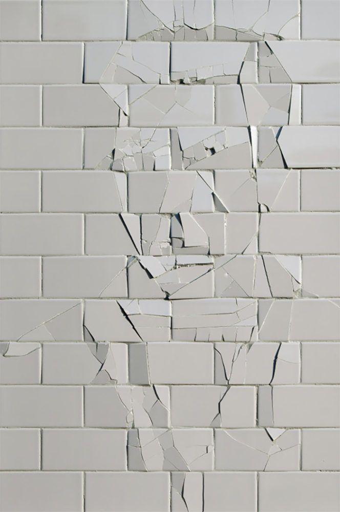 Broken: Incredible  그냥 금이간 모양. 벽을 깨진 못했지만 도전하는것 자체가 아름답다  부딪히는것아 아름답ㄷㅏArtworks by Graziano Locatelli