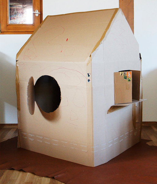 kinderhaus aus pappe pappkarton spielhaus und. Black Bedroom Furniture Sets. Home Design Ideas