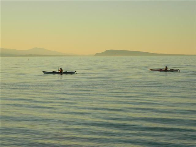 Twitter / Chickypoo333: Kayakers at Qualicum Beach... (Vancouver Island)