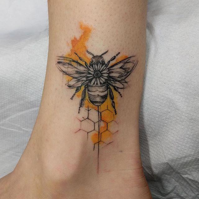 21 Bee Tattoo Designs > CherryCherryBeauty.com