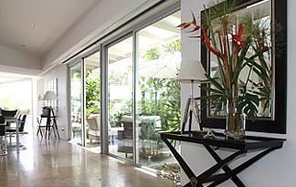Mehrfamilienhaus Innenansicht Essbereich Esstisch Bodentiefe Fenster
