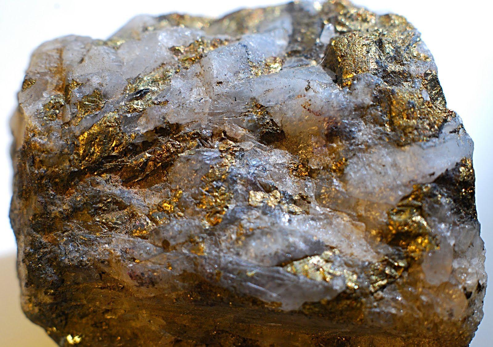 влюбленный золото в граните фото форма крыши
