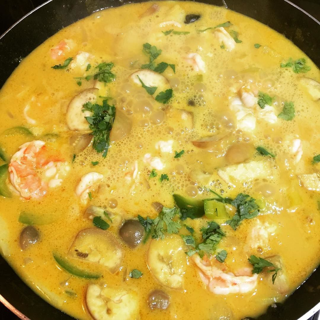 Blue apron yellow curry - Yellow Thai Prawn Curry All Bubbling In The Pan Glutenfree Lactosefree Paleo