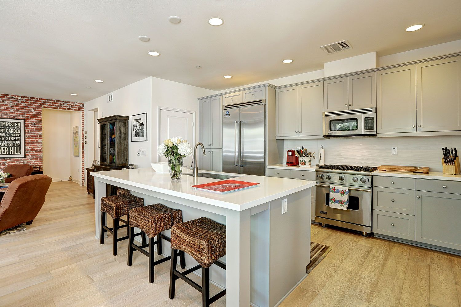 12883 Runway Rd Los Angeles Ca 90094 Mls 17 191434 With Images Home Grey Cabinets Los Angeles Homes