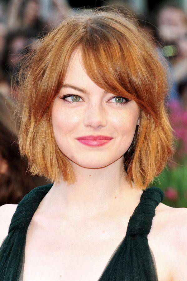 Emma Stone S Baby Bob Is Choppy Perfection With A Side Swoop So Good It Makes The Growing Out Ban Choppy Bob Hairstyles Growing Out Bangs Long Bob Hairstyles