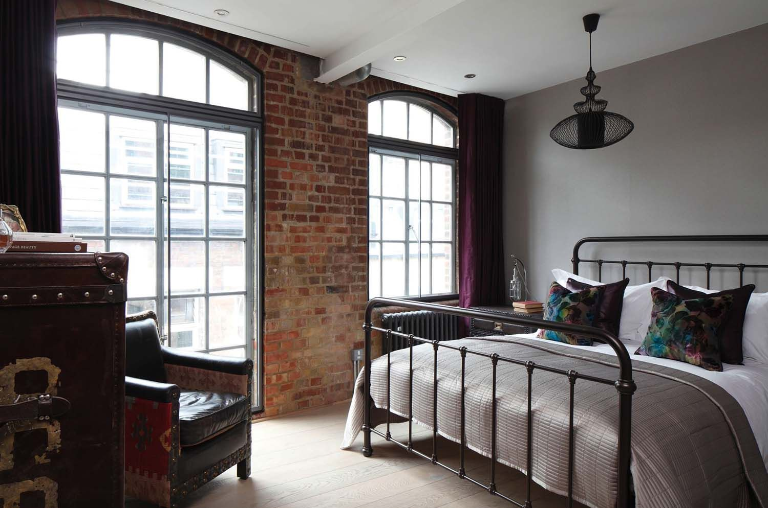 1 bedroom loft apartment  Spectacular loft apartment in SoHo with an industrial edge