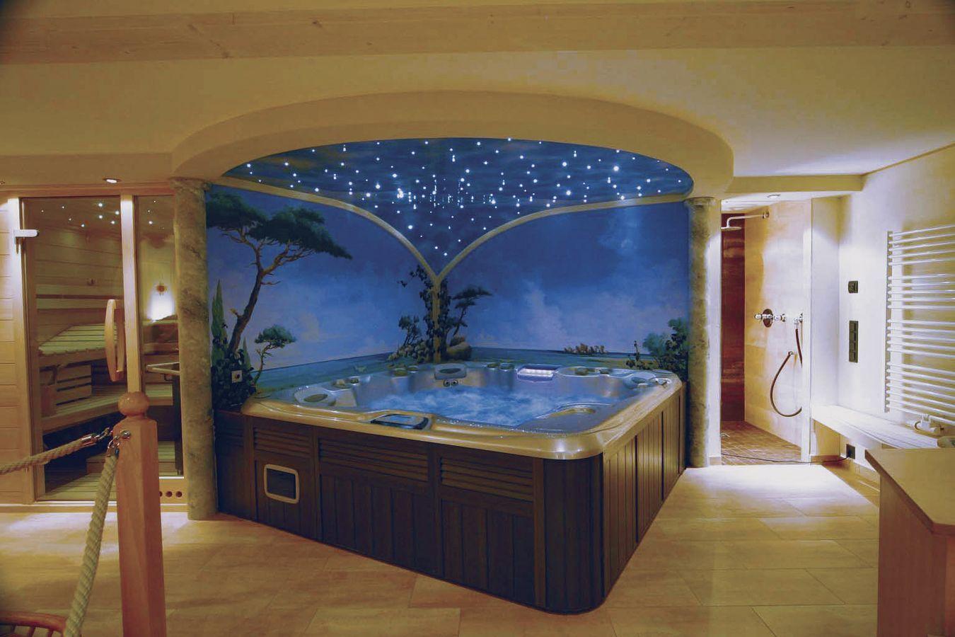 Een wellness plekje in huis, een Jacuzzi, sauna en doucheruimte ...