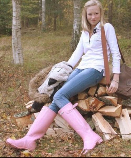 femmes in rubber boots regenstiefel pinterest gummistiefel und stiefel. Black Bedroom Furniture Sets. Home Design Ideas