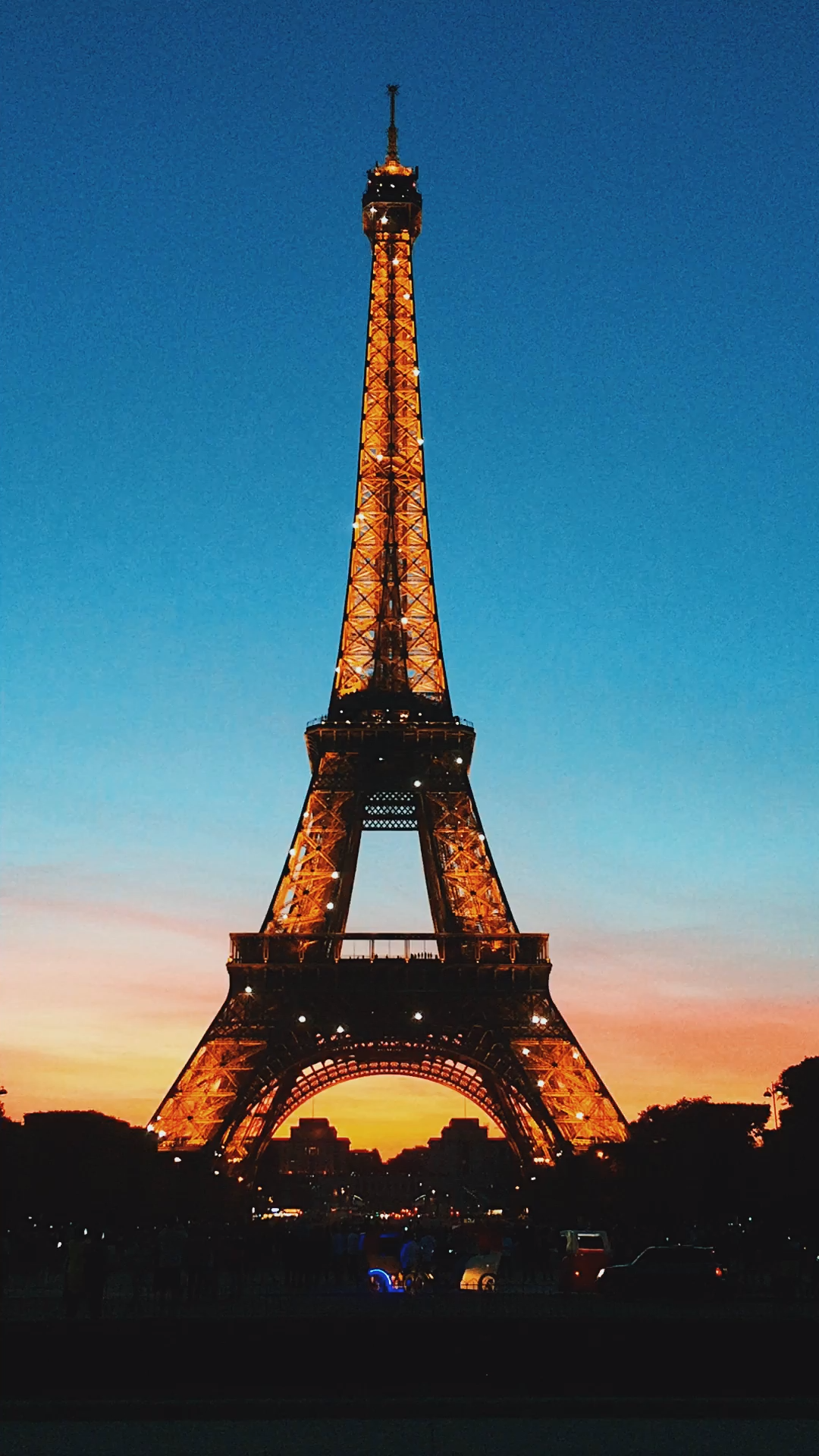 Going Paris for the first time? Only got 4 days? This itinerary will show you all the best places to visit plus I'll share my awesome time-saving tips to seeing all of Paris' top attractions without the queues.