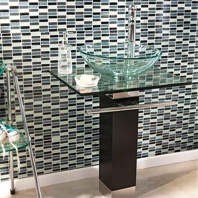 Si deseas cambiar el look de tu baño llena de mosaicos. Estos son una excelente idea, ya que son muy resistentes a la humedad y a la proliferación de hongos. #Baño #Estilo #Mosaico #Vanitorio