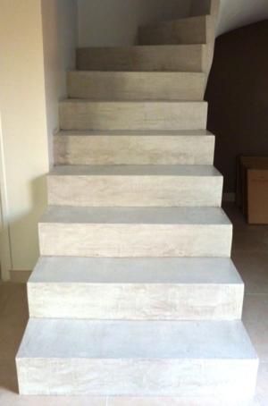 Recouvrement Escalier En Beton Cire Blanc Pour Escalier Interieur Par Les Betons De Clara Applicateur Speci Escalier Beton Cire Escalier Beton Beton Cire Blanc