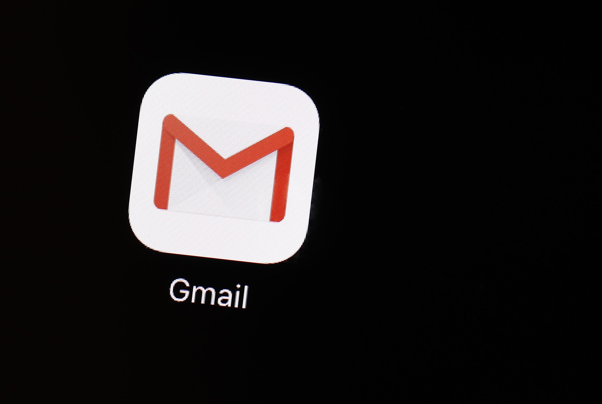 Useful or creepy? Machines suggest Gmail replies Social