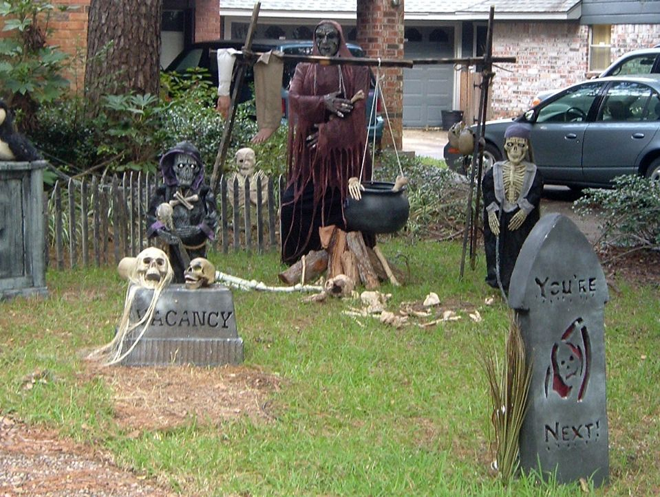how to make a halloween graveyard - Cemetery Halloween Decorations