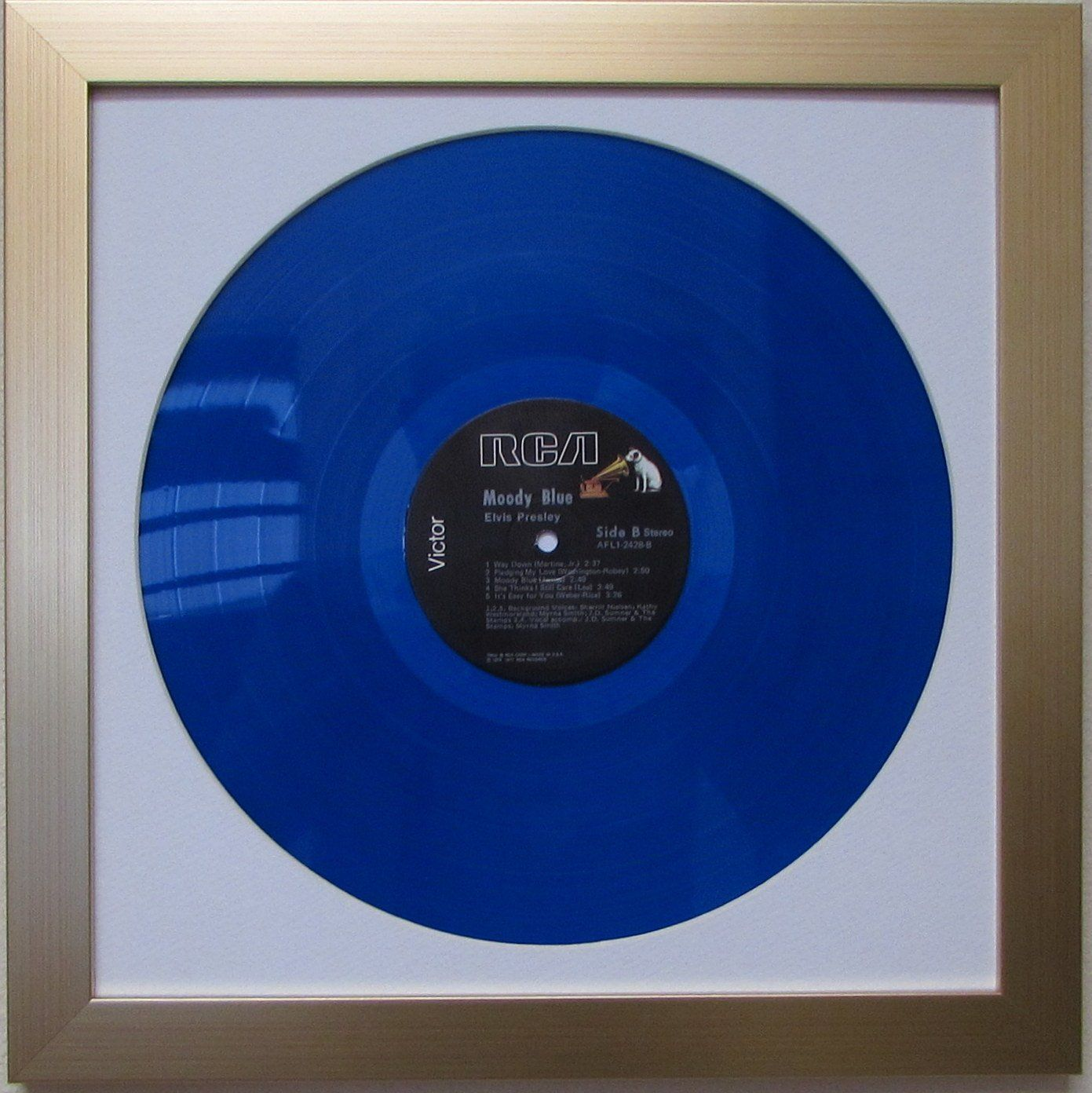 Picture Disc 12 Lp Vinyl Record Frame Display White Matting Brushed Gold Frame Check Out The Image By V Framed Records Vinyl Record Frame Frame Display