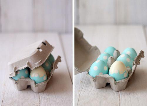 found on http://gastrogirl.tumblr.com/post/19652826726/simple-polka-dot-easter-eggs