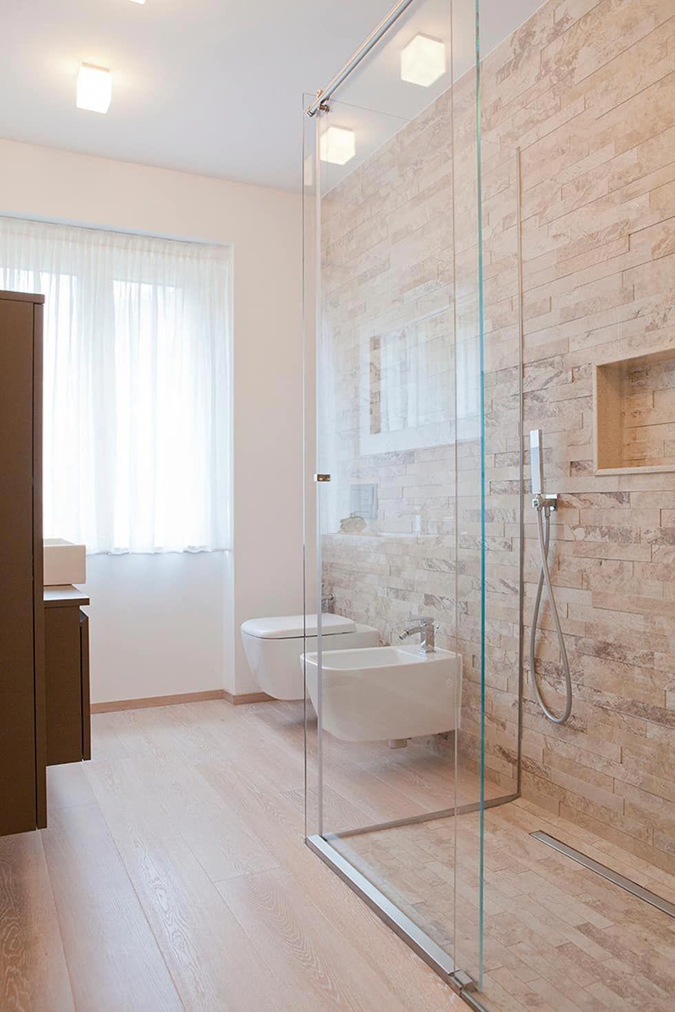 Photo of Rovere decapato per pavimentazione: Bagno in stile in stile Minimalista di Sempl…