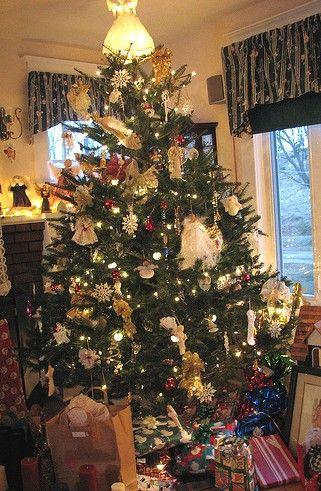 Angels And Snowflakes Christmas Tree Christmas Tree Decorating Themes Christmas Tree Themes