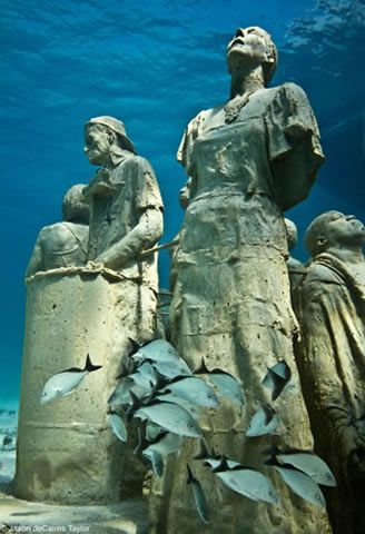 Underwater Museum In Cancun Mexico Underwater Sculptures By - Europes first ever underwater museum is full of hyperrealistic human sculptures