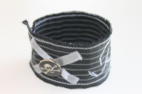 Armband minimalistisch breite Textile Manschette / von 13Hippies, €19.00