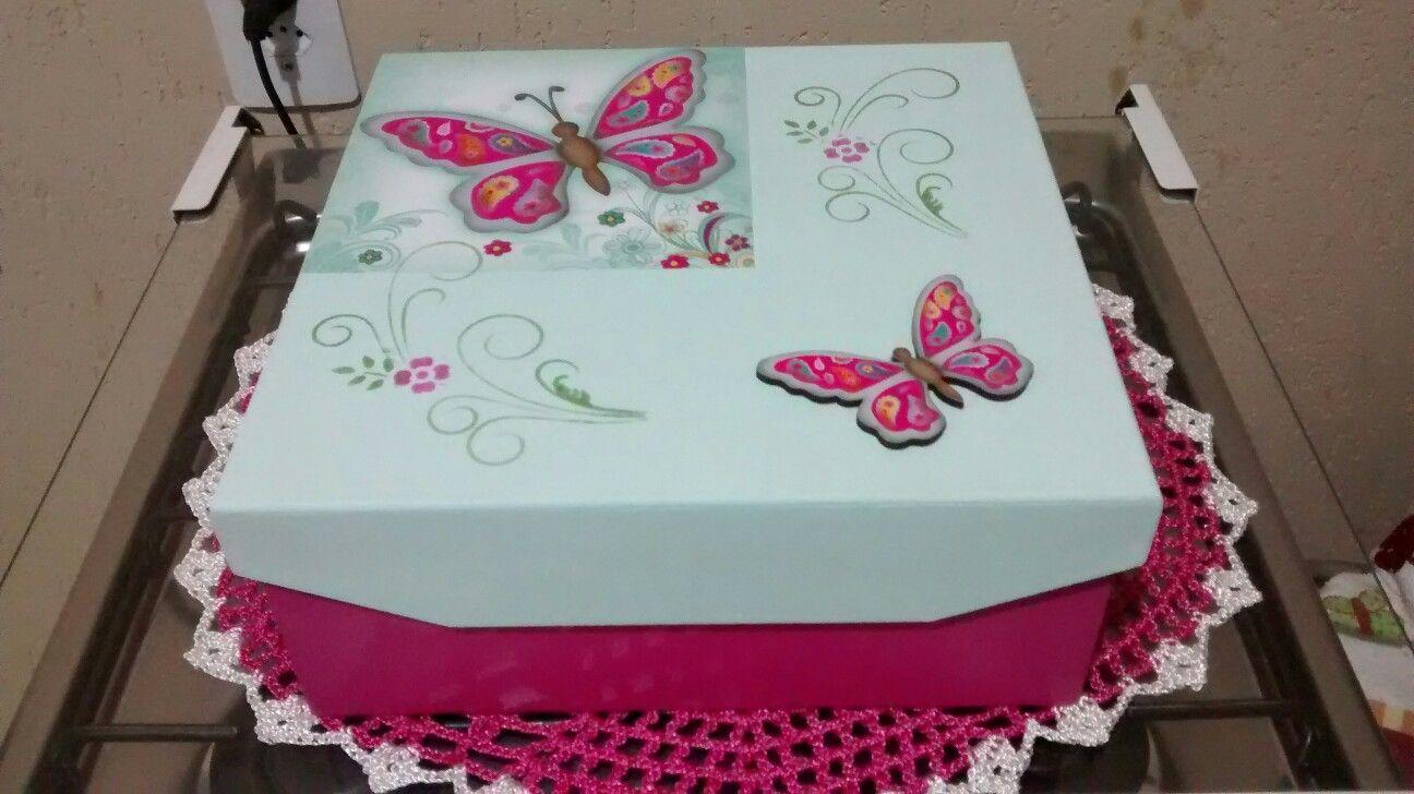Caixa presente com borboletas