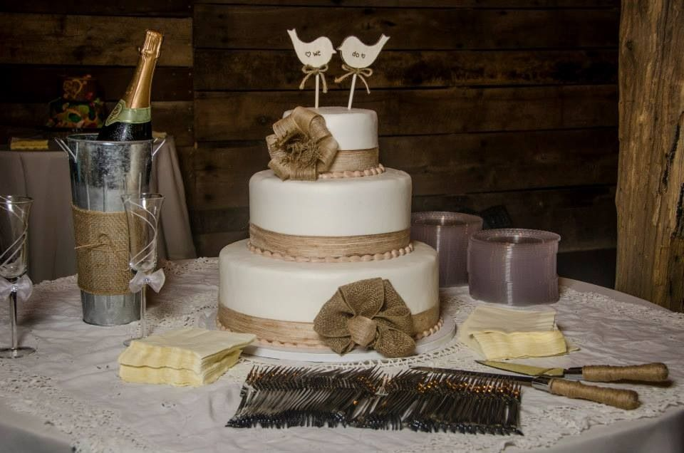 Pin by Destiny Serena on Party Ideass | Burlap wedding