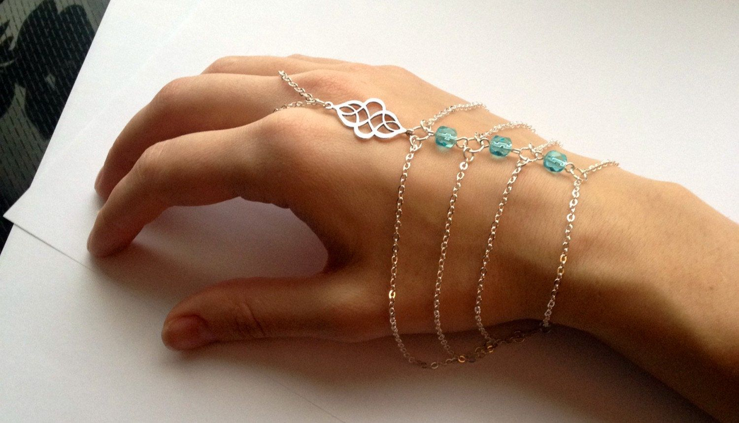 Slave Boho hand jewelry forecast to wear in autumn in 2019