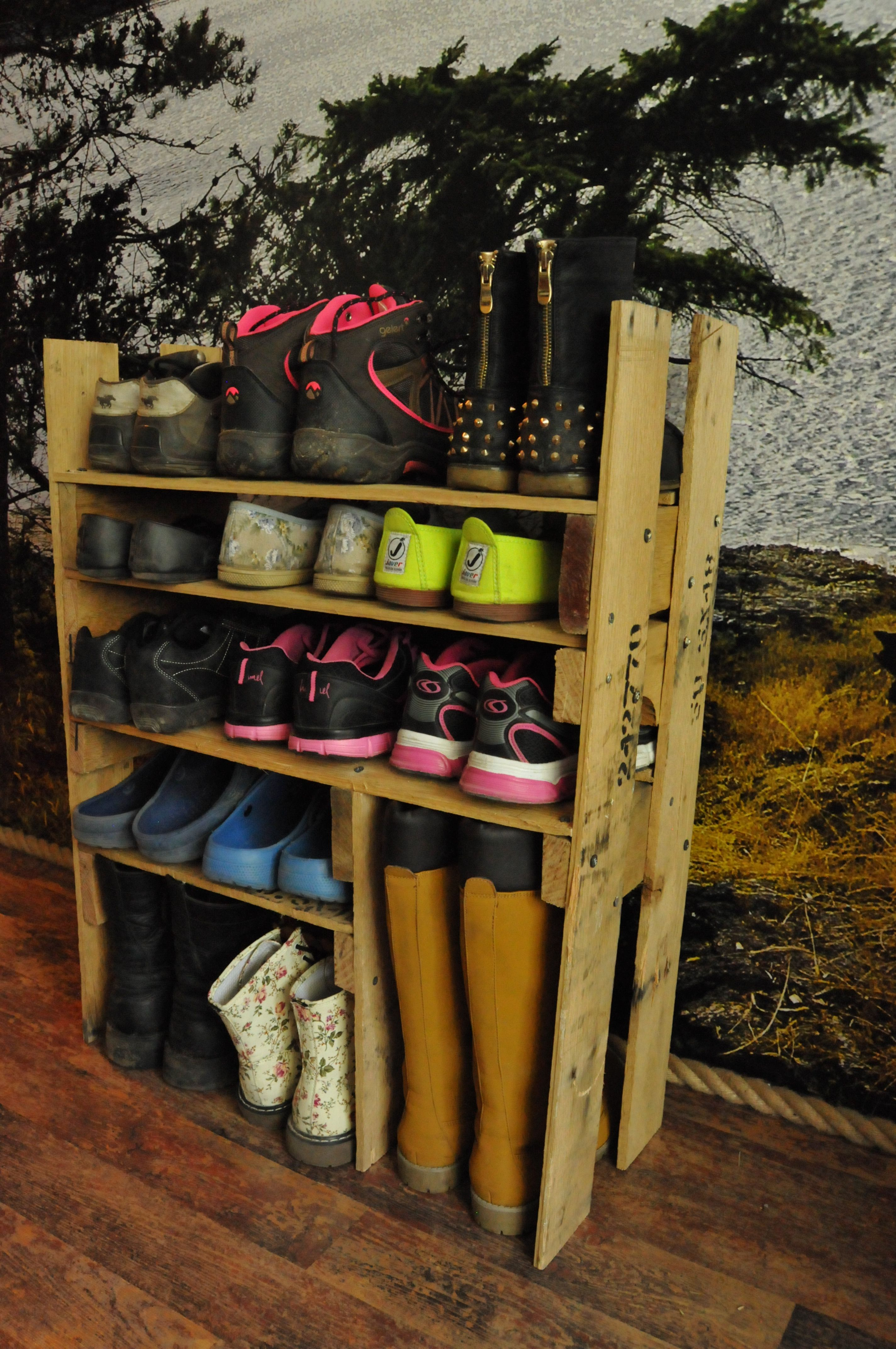 diy shoe shelf from pallets recycled pallets ideas. Black Bedroom Furniture Sets. Home Design Ideas