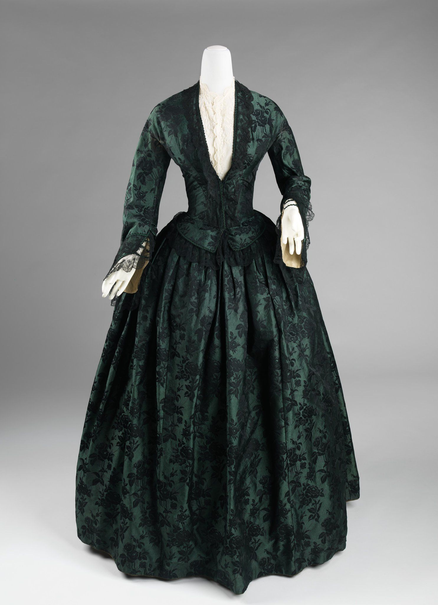 Wikivictorian On Twitter In 2021 Fashion Historical Dresses Vintage Gowns [ 2048 x 1485 Pixel ]