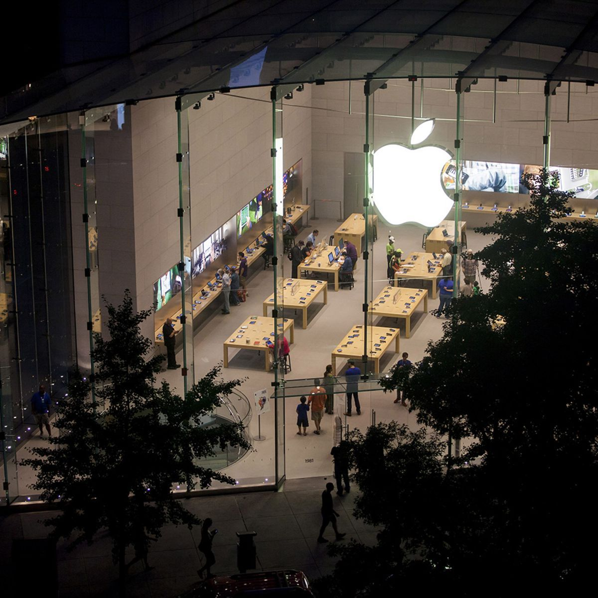 Supreme Court Signals Interest in Apple's Appeal in