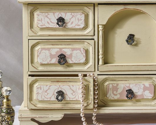 Chalk paint jewelry box http://learn.walmart.com/Crafts/Articles/Waverly_Inspirations/Jewelry_Box/27973/