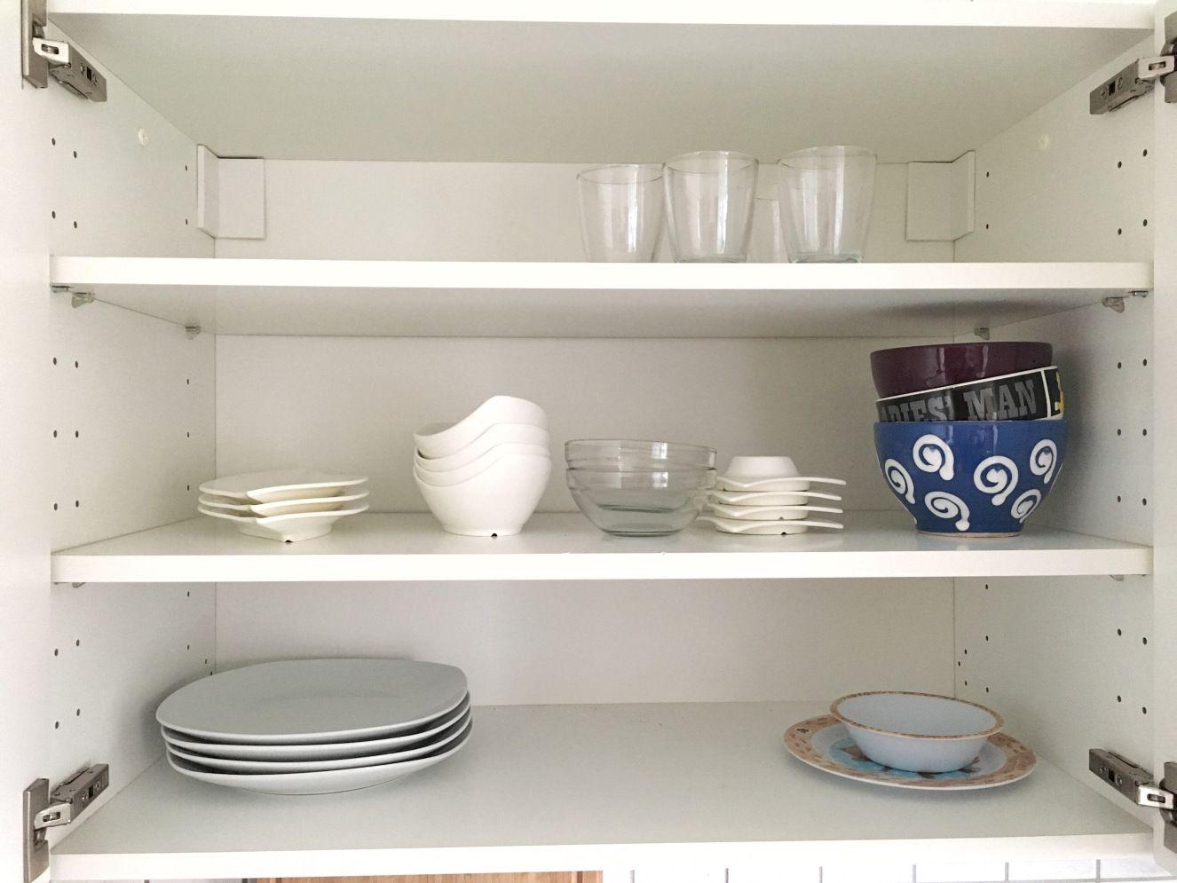 Küchenschränke organisieren: Geschirr | Küchenschränke ...