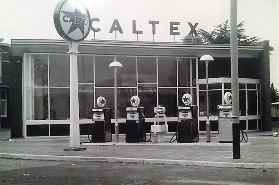 Caltex Servicestation Van Der Mast Stationsplein te Bergen