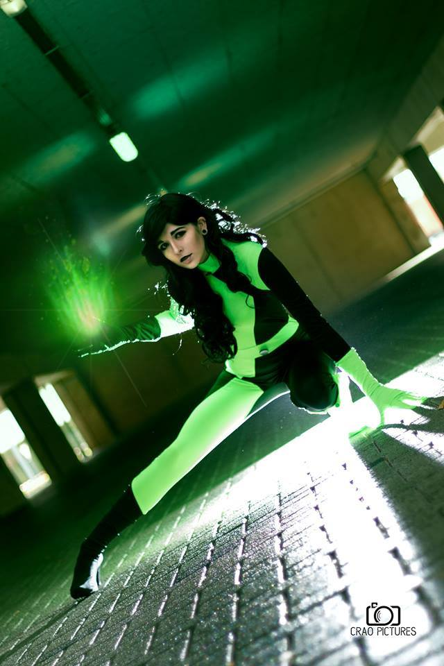 Shego from Kim Possible  cosplay by Dejiko's cosplay page photo by Crao pictures #Shegocosplay #kimpossible #cosplayclass