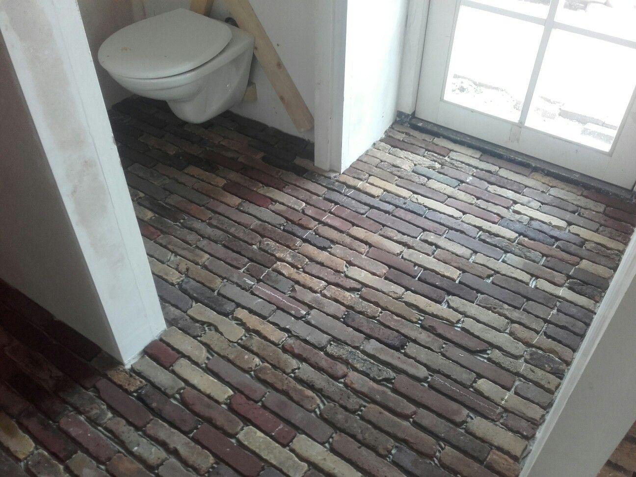 Oude Vloeren Kopen : Oude gebakken waaltjes op de vloer gelijmd tuin in house