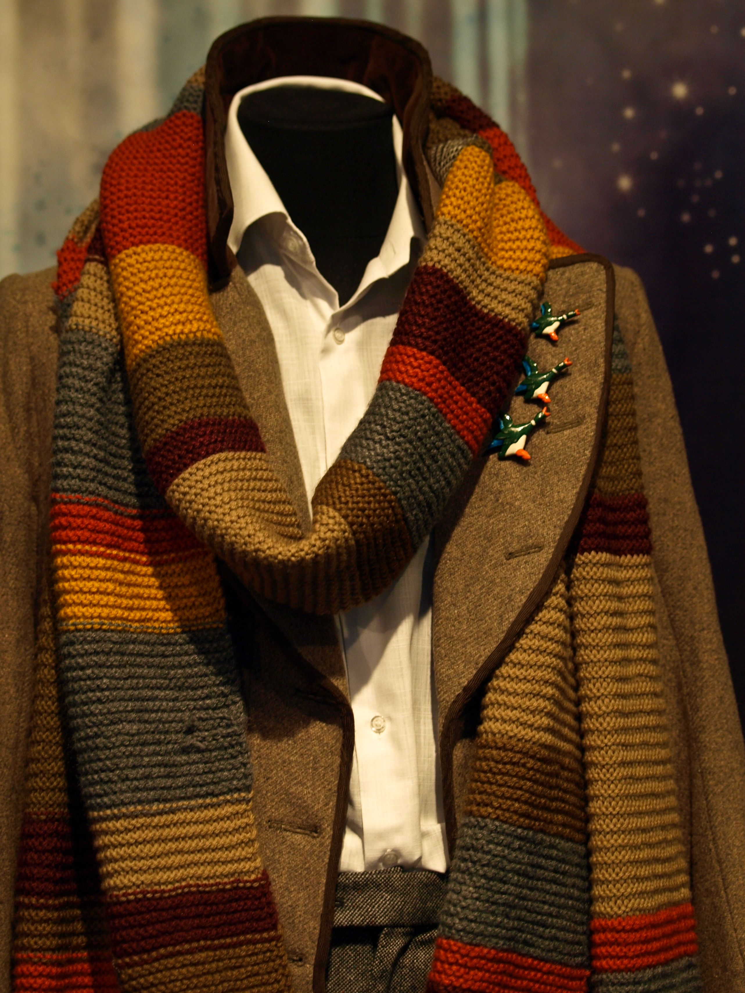 MY Dr. Who's scarf...I want it!!!! Doctor outfit, Doctor