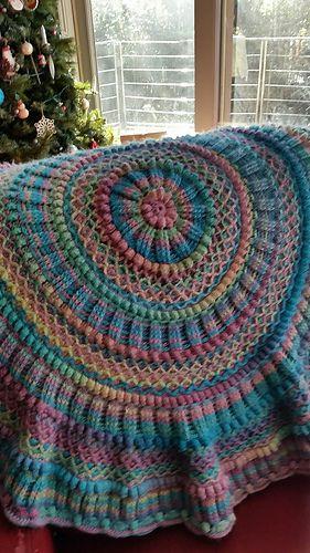 Unusual crochet mandala pattern. I'm going to wander over ...
